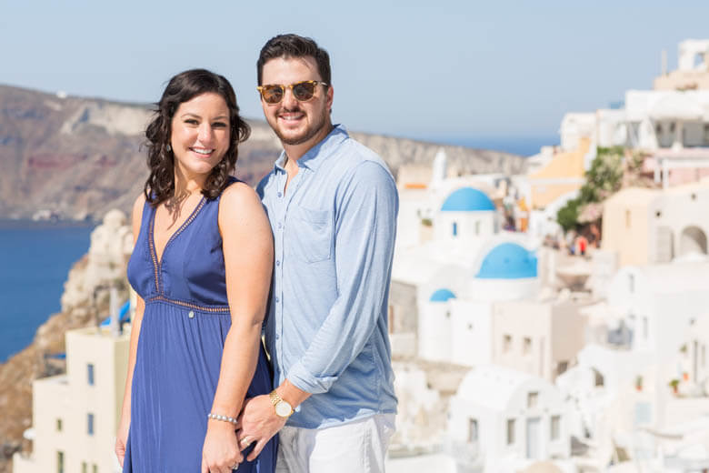 engagement photographer in Santorini
