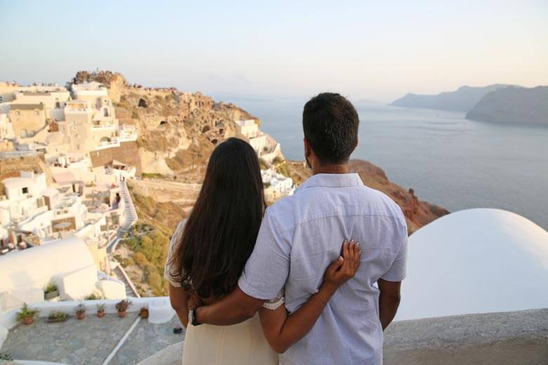 couple photographer in Santorini, Greece