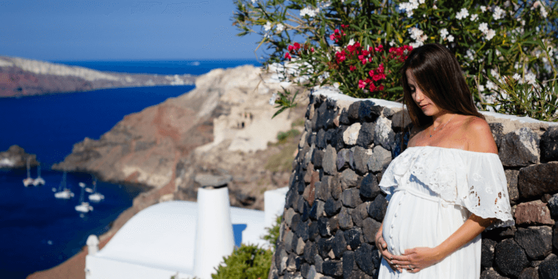 Pregnancy Photographer in Santorini