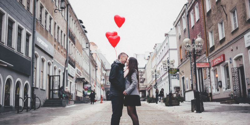 Winter Photo Shoot Ideas For Couples